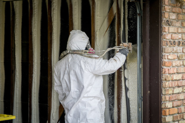 spray insulation mi